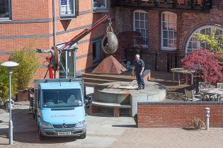 4 May 2010 09:43 and the loading is underway for removal...